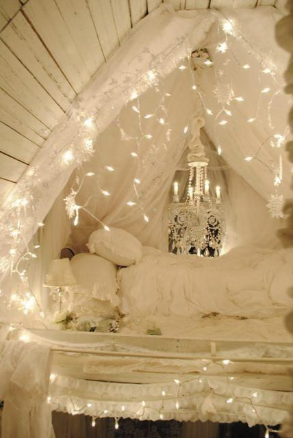 String White Lights Bedroom : fairy lights SHEmazing!