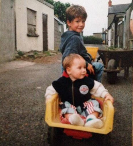 1D Star's Brother Causes Twitter Frenzy With Super Cute