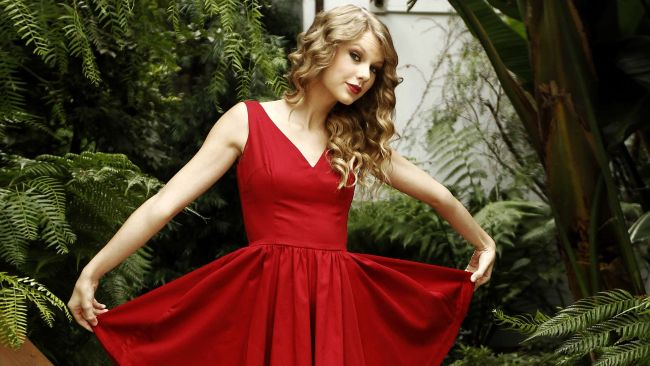 10 Amazing Outfits From Taylor Swift's Music Videos