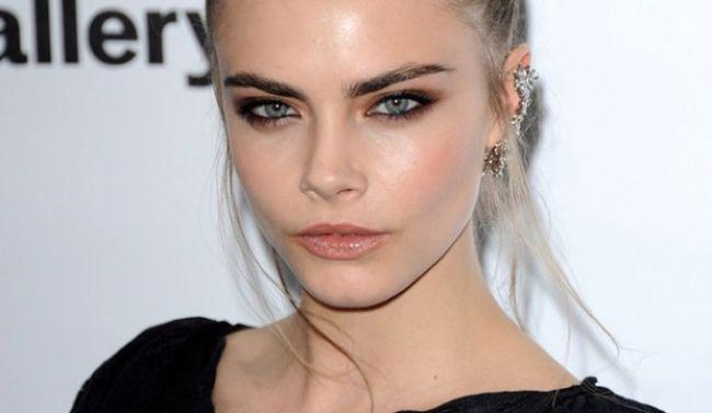 Cara Delevingne Eyebrows Shemazing