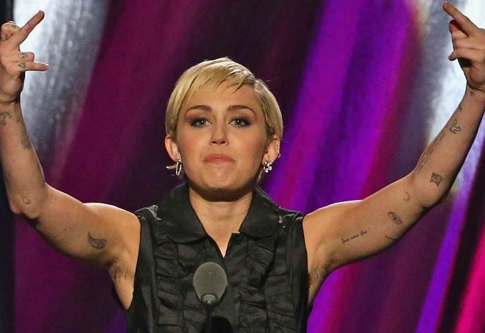 Miley Cyrus Latest Beauty Move Is Getting A Mixed