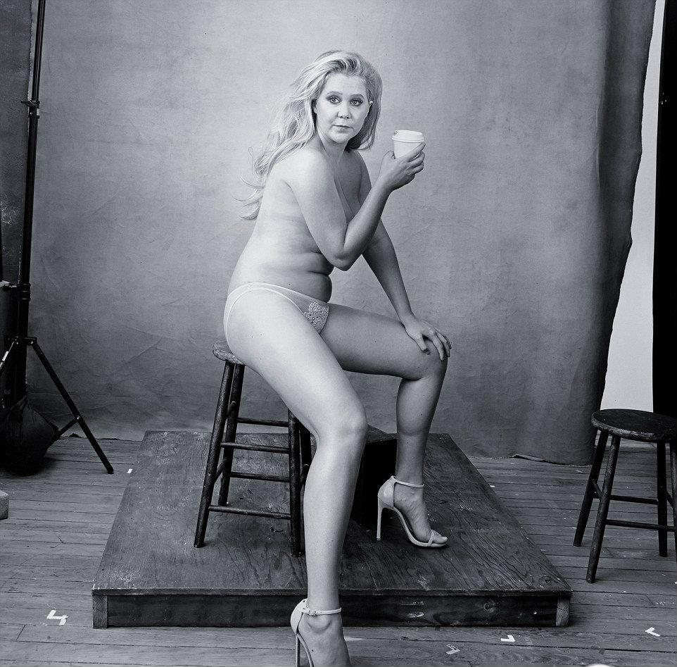 http://i.dailymail.co.uk/i/pix/2015/11/30/14/2EEDD66300000578-3339518-Funny_woman_Amy_Schumer_who_is_best_friends_with_Jennifer_Lawren-m-3_1448894532414.jpg
