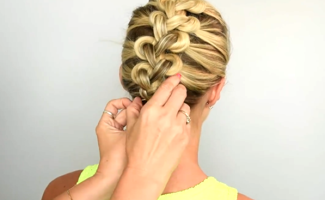 WATCH  Tying your hair in knots can actually turn out FABULOUS ... 6138478c0cb