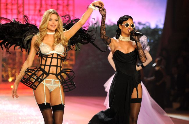 99dc81b8ca3 Rihanna CANCELS her Victoria s Secret Fashion Show performance ...