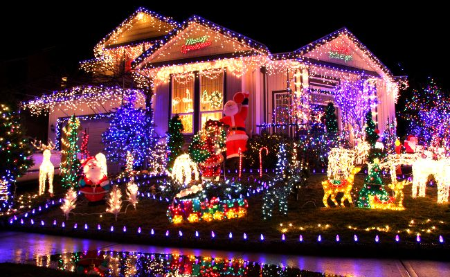 Christmas Houses.These Houses In Ireland Have Taken Christmas Lights To The