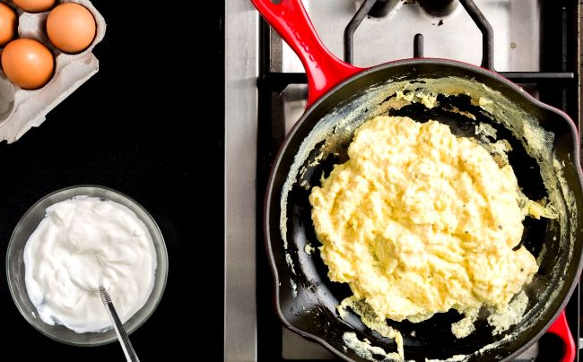 how to make scrambled eggs for 2 people