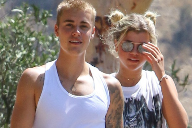 who is justin bieber dating now 2016 track