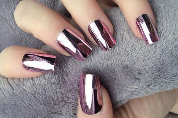 Nail-tastic: 6 metal manicures that are perfect for this festive season |  SHEmazing!