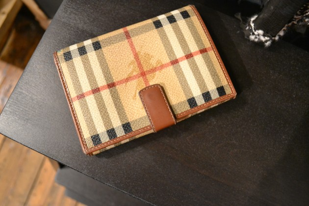 Burberry wallet 2d4f8222d55e2