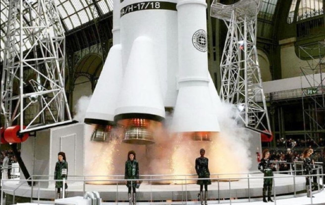 Journey into space with Lagerfeld at close of Paris Fashion Week