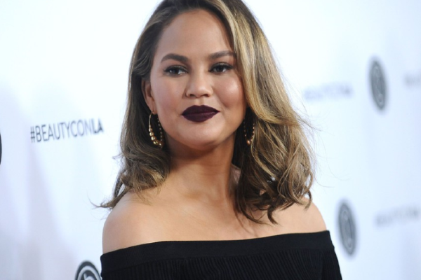 f0210941e Chrissy Teigen is getting DRAGGED after controversial tweets surface