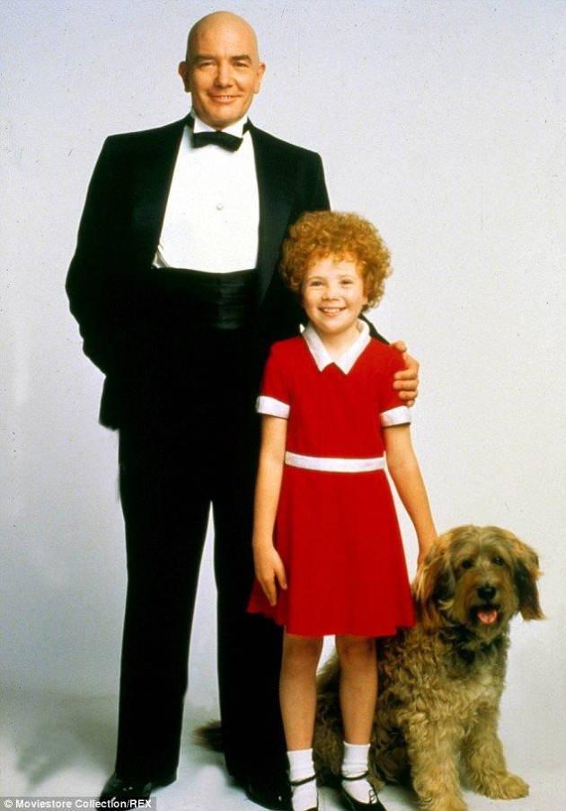 Albert Finney, who played Daddy Warbucks in Annie, has died | SHEmazing!