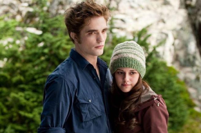 Stew publicly backs ex-bf Robert Pattinson as Batman