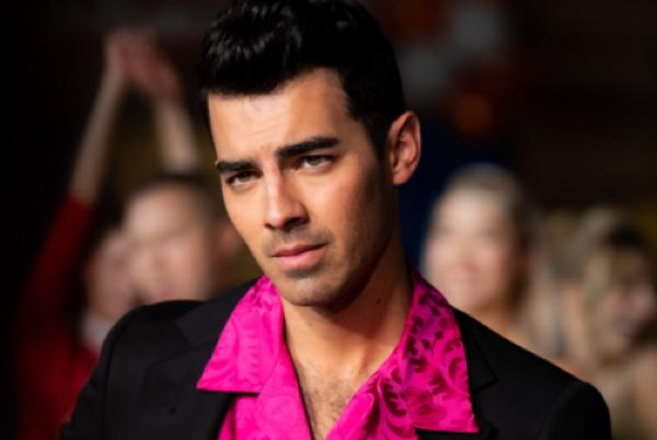 Joe Jonas and Sophie Turner recreate Grease in new music video | SHEmazing!