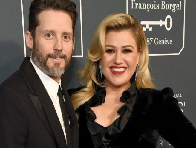 Why Kelly Clarkson's Inner Circle Is ''Shocked'' By Divorce News