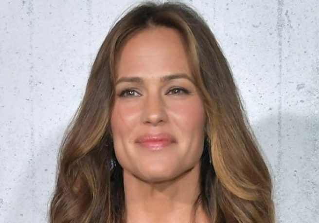 Jennifer Garner Steps Out After Shutting Down Pregnancy Rumor